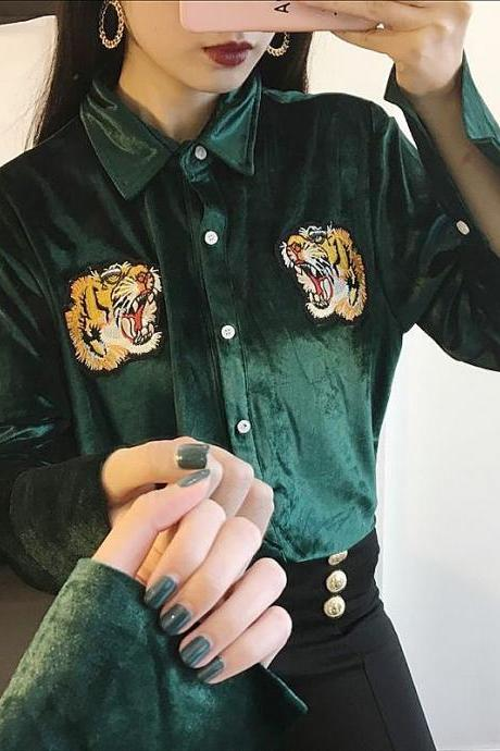 Embroidery tiger head velvet shirt